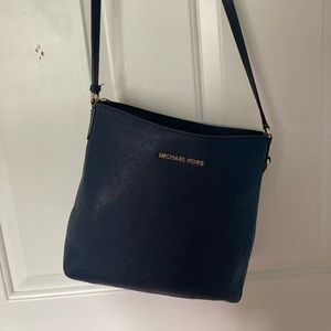 Michael Kors Croosbody  jet set travel messenger